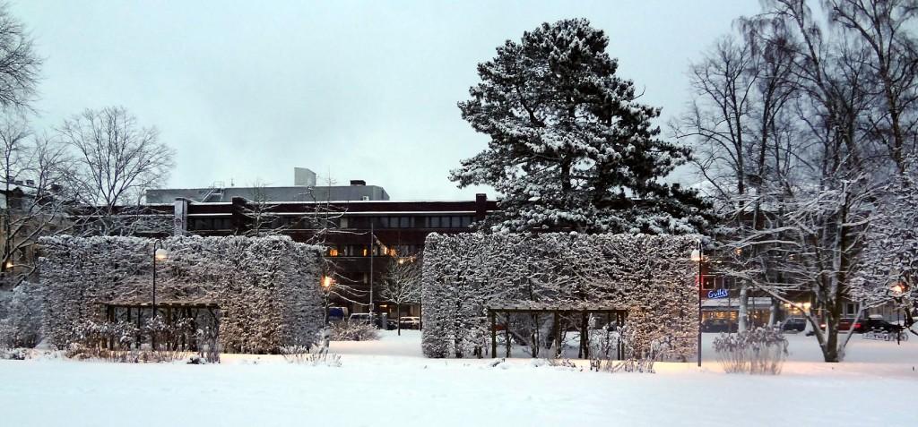 Hoglands park med Norra Kungsgatan och Gylles i bakgrunden