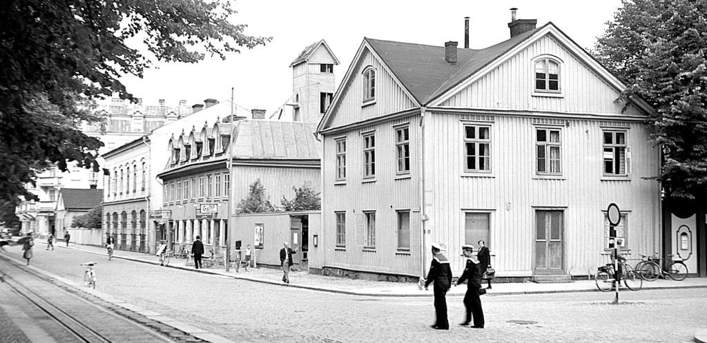 Norra Kungsgatan med brandstationen och Gylles