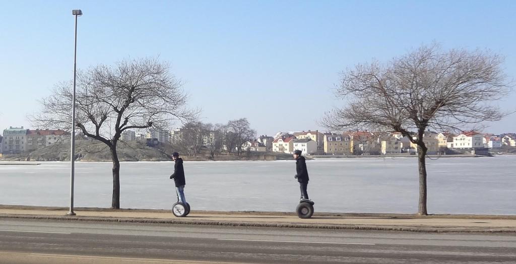Eldrivna tvåhjulingar vid Borgmästarekajen