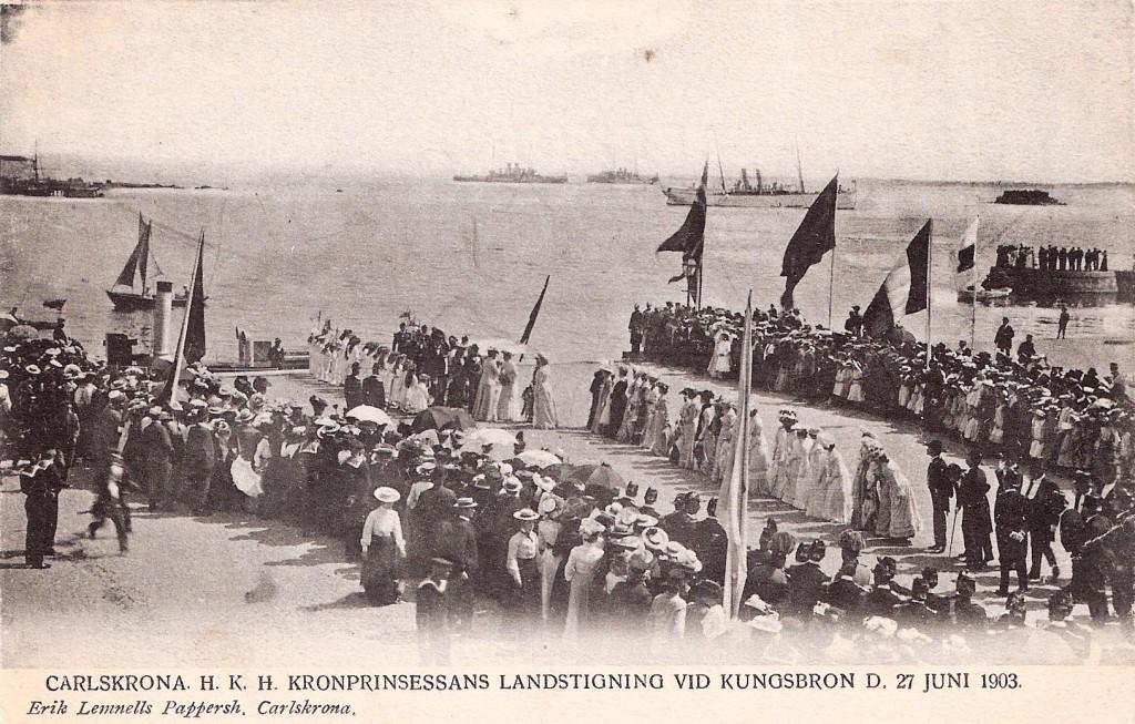 Kronprinsessan landstiger vid Kungsbron 1903