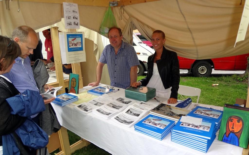 Christian Mattisson sålde Karlskronaböcker på Lövmarknaden