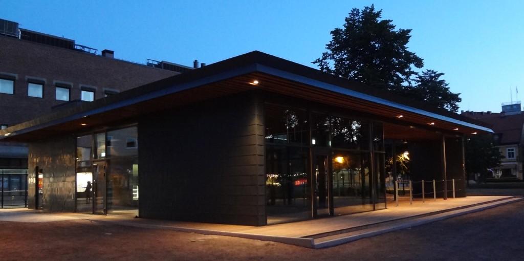 Paviljongen i kvällsbelysning