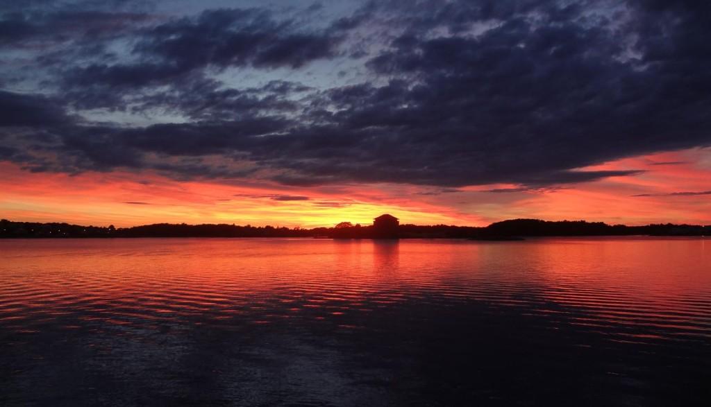 Färgrik solnedgång ikväll i Borgmästarefjärden