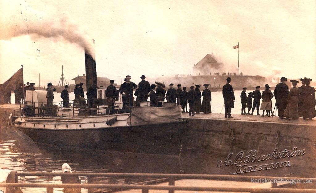 Salut från Kungshall vid unionsupplösningen den 1 november 1905