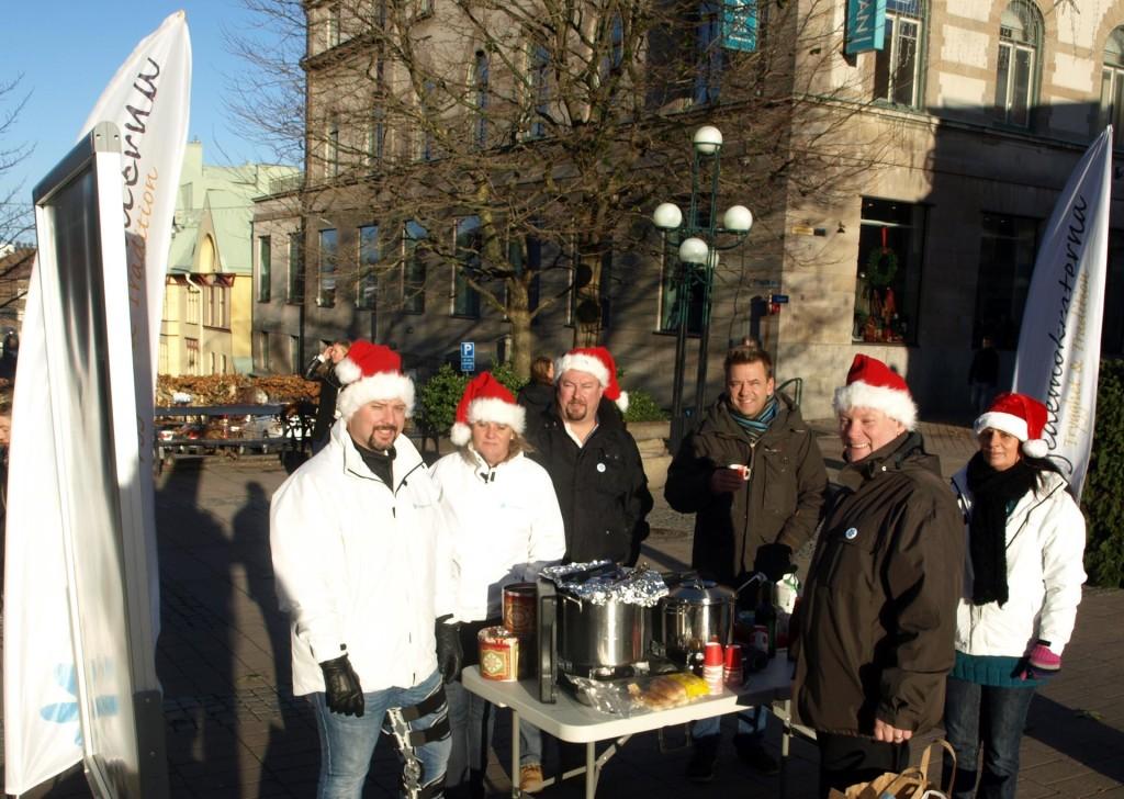 Sverigedemokraterna bjöd på korv, glögg och kaffe