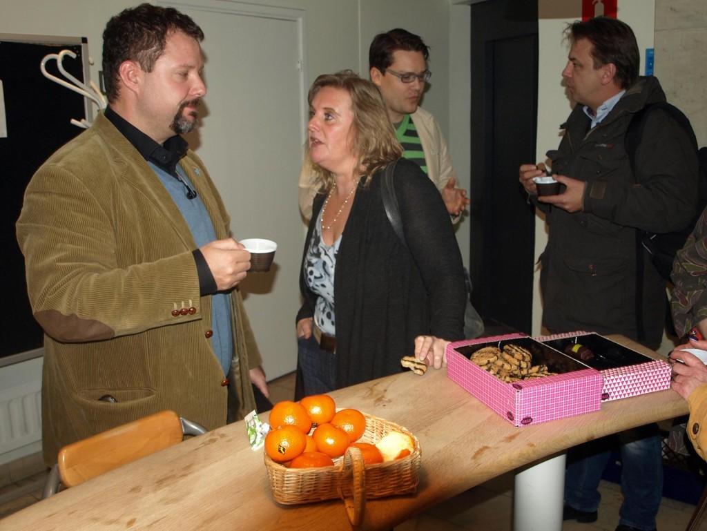 Kaffepaus innan paneldebatten. Från vänster Christopher Larsson, Lotta Antman, Björn Tenland och Nicolas Westrup.