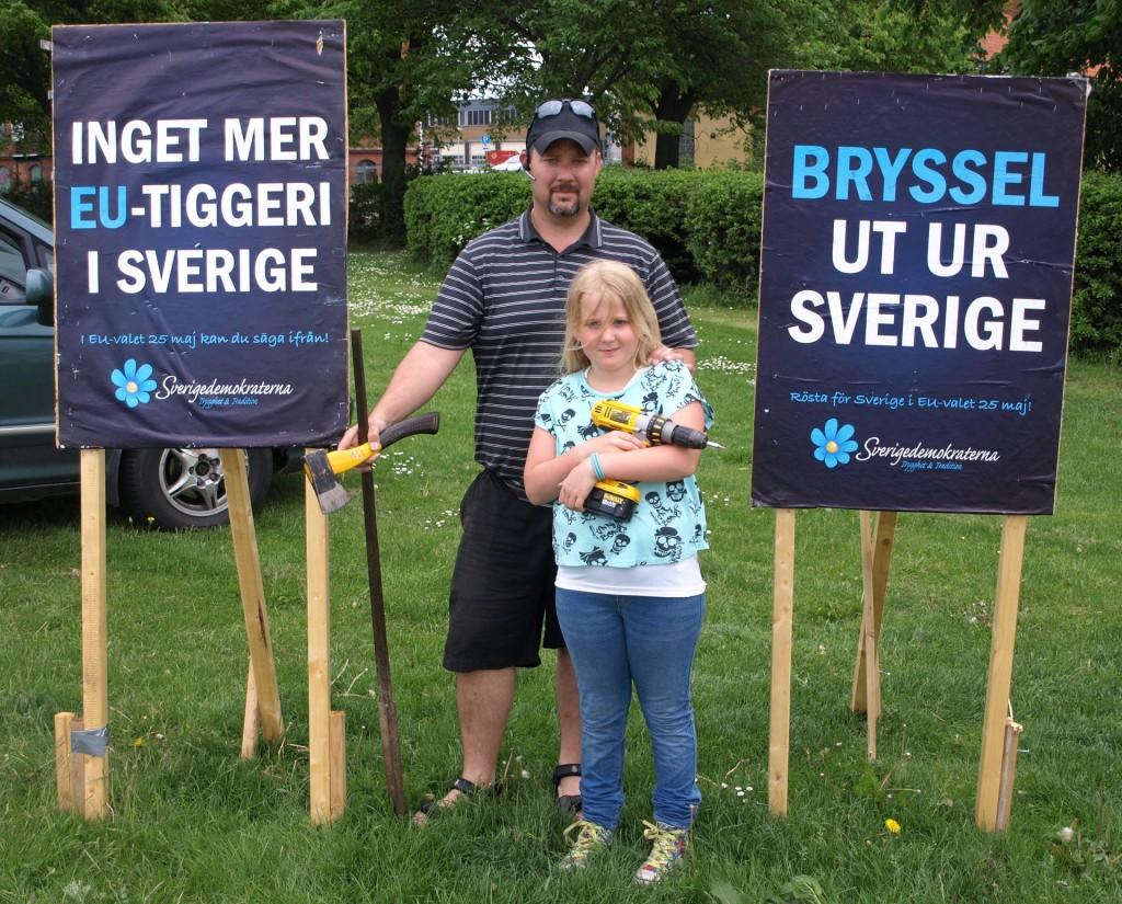 Sverigedemokraterna valaffischer återställda på Järnvägstorget