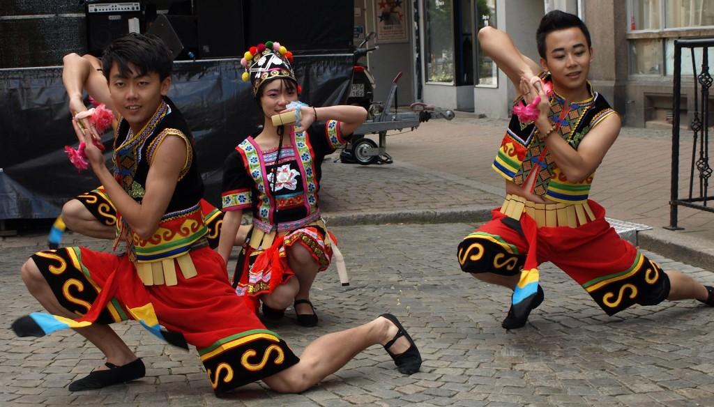 Underhållning från Yunnan!