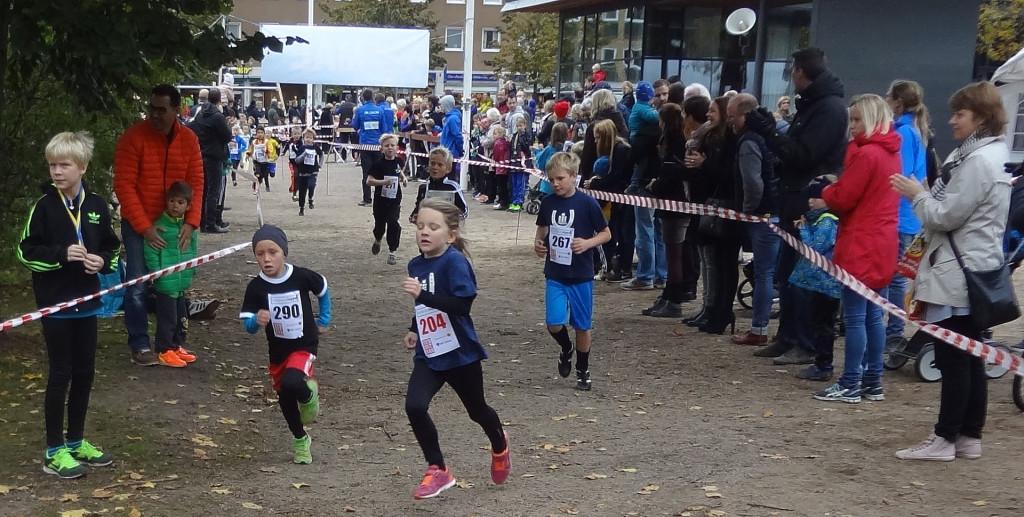 Springande i parken