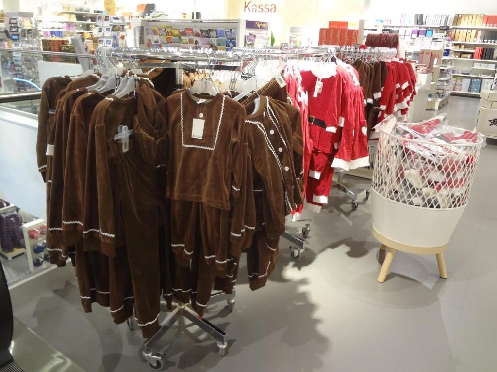Pepparkakskläder finns fortfarande till salu, åtminstone hos Åhlens i Karlskrona