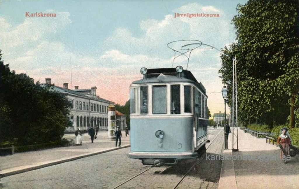 Spårvagn vid stationerna