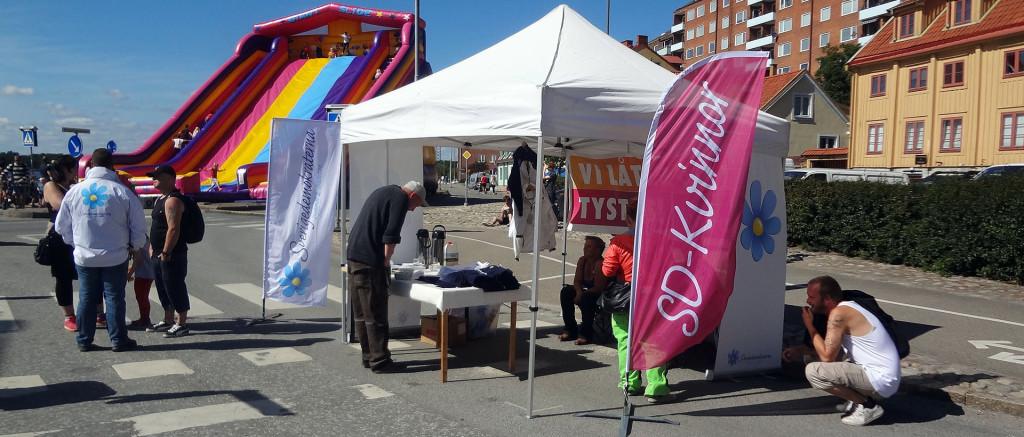 Sverigedemokraternas tält på eftermiddagen