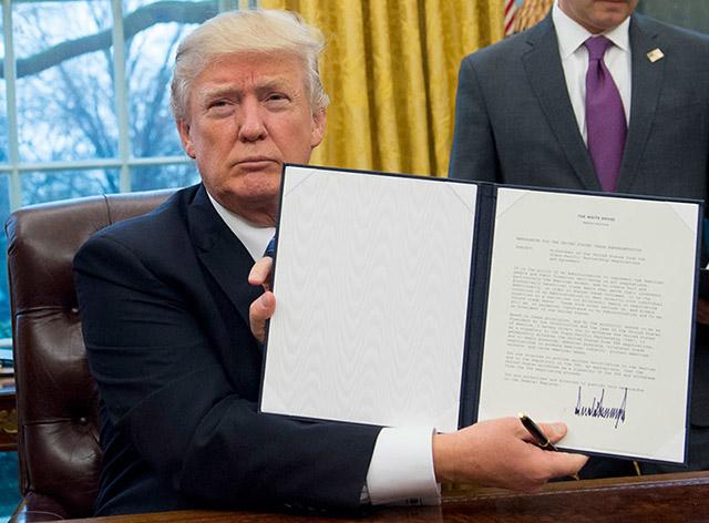 Trump infriar vallöften