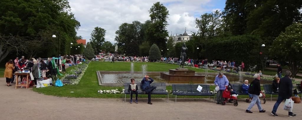 Loppis är poppis i parken