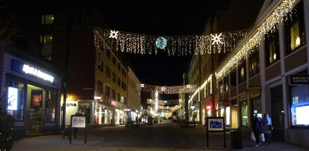 Julbelysningen tänd