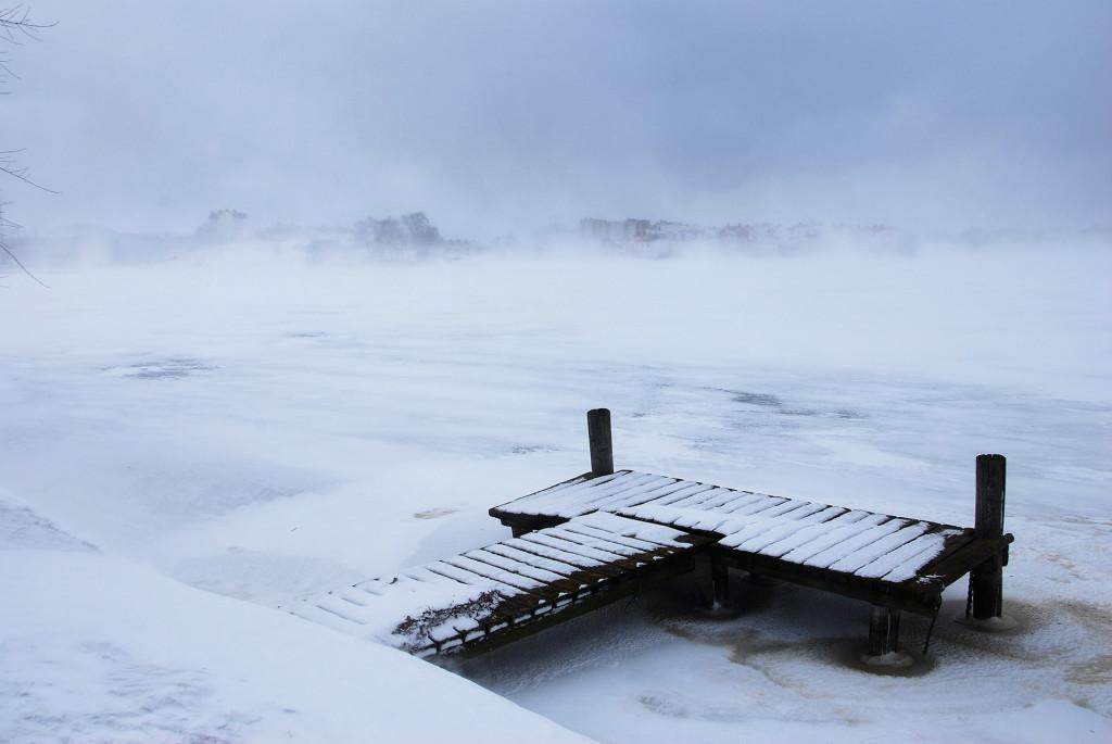 Snöbyar med hård vind