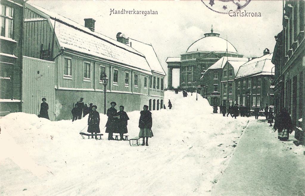 Hantverkaregatan i snö