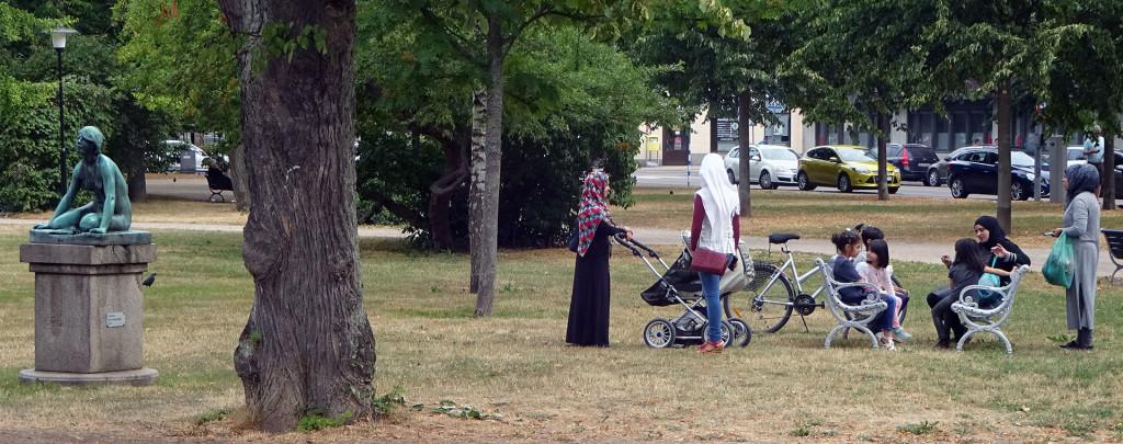 Loppis och gympa i parken