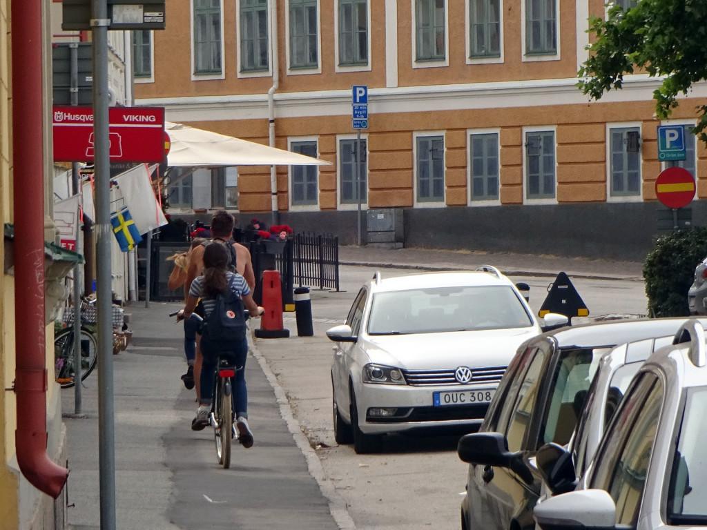Cykla på trottoaren?