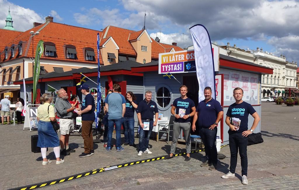 Ungsvenskarna på besök i Karlskrona