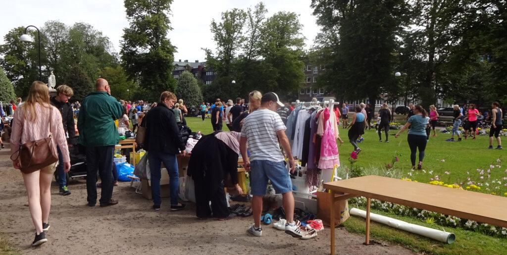 Dagens tisdagsloppis i parken